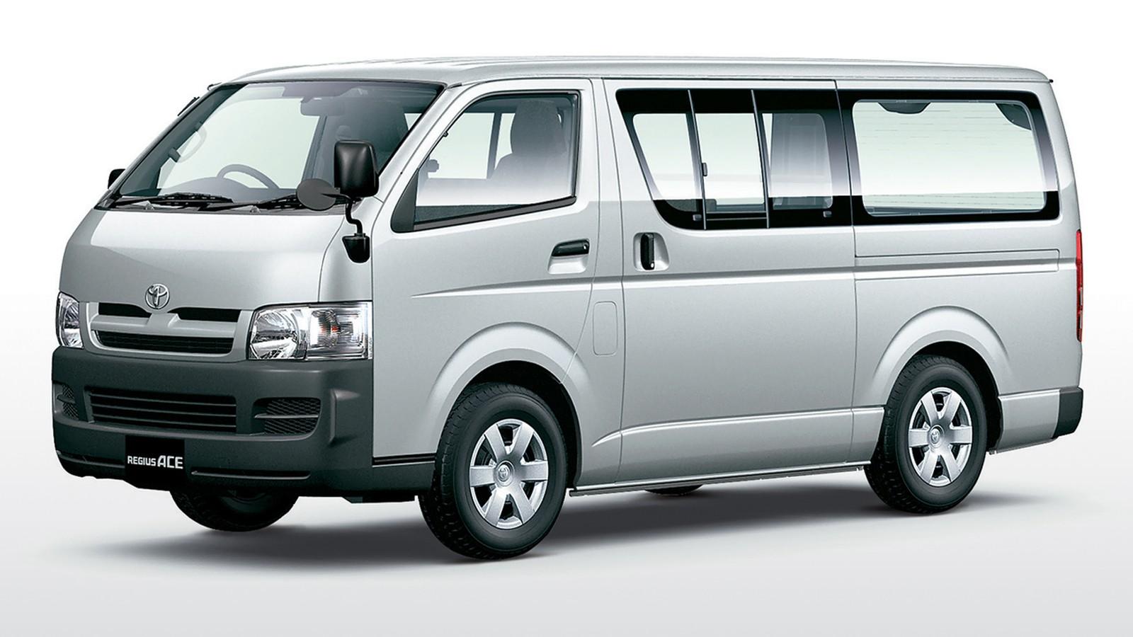 На фото: Toyota Regius Ace