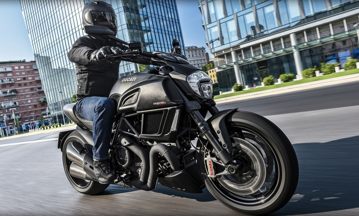 Diavel-Carbon_2016_Amb-012_1920x1080.mediagallery_output_image__1920x1080_-1260x760