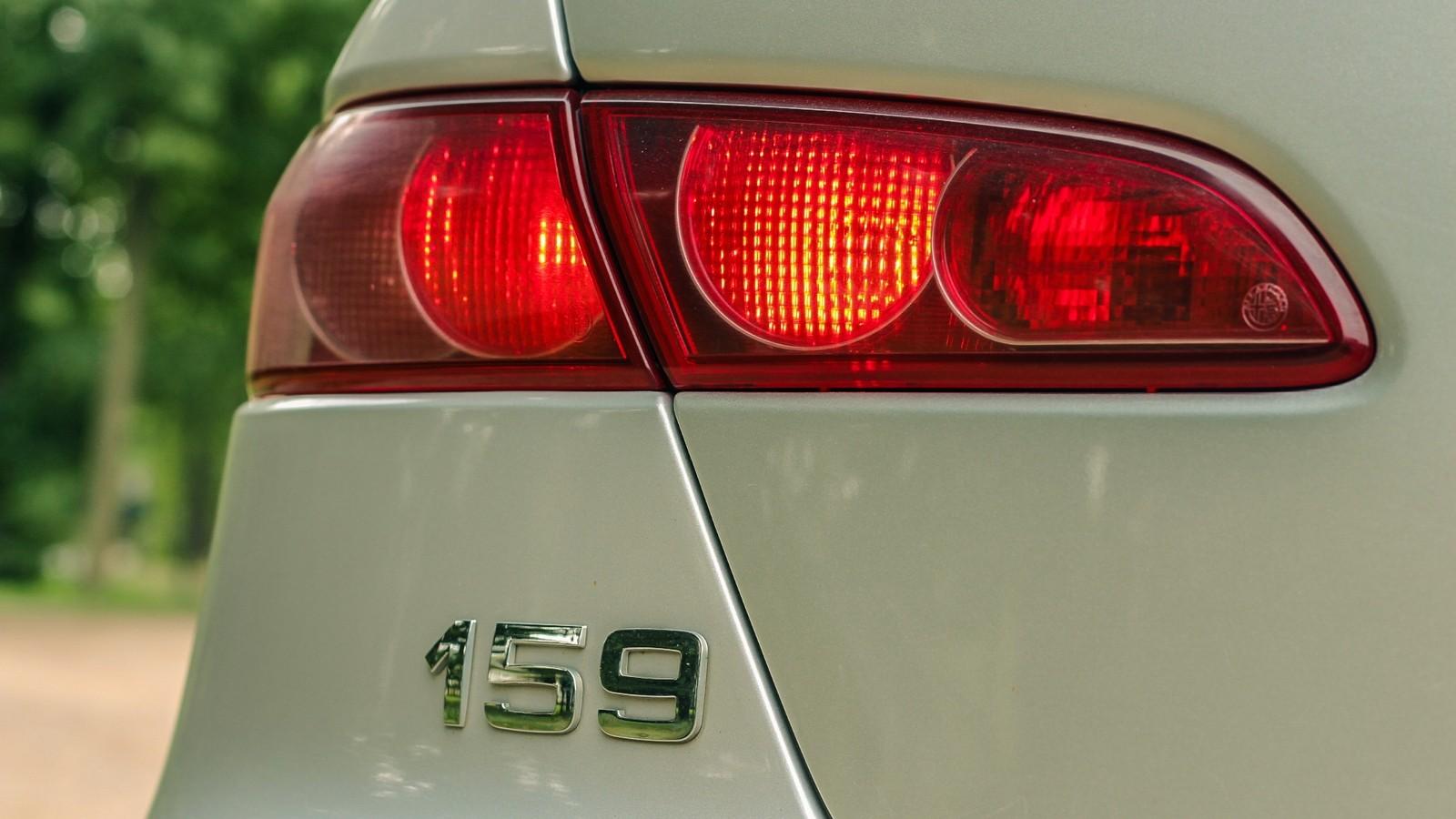 Alfa Romeo 159 фонарь