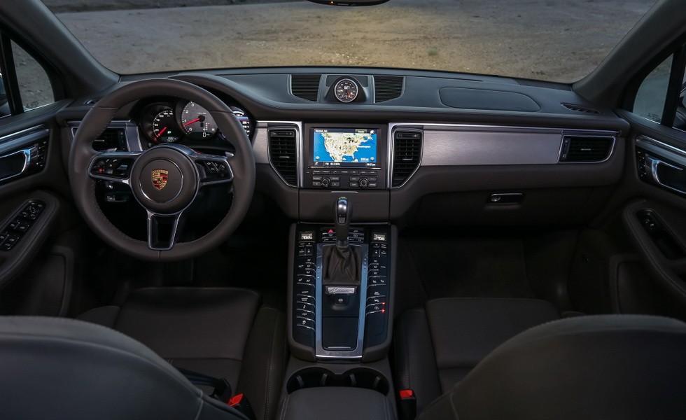 Интерьер Porsche Macan S 2017