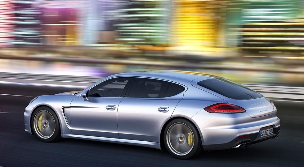 На фото: Porsche Panamera текущего поколения