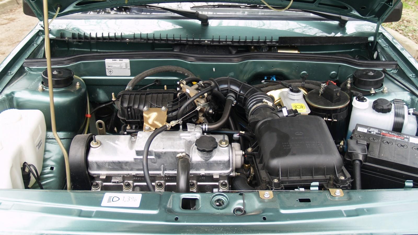 Двигатель 11183-20 объемом 1,6 литра был чуть мощнее и тяговитее обычной «полторашки». Визуально мотор можно отличить по пластиковому модулю впускного коллектора.