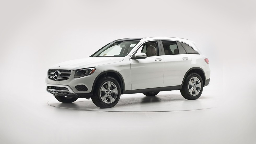 Mercedes-Benz GLC белый три четверти