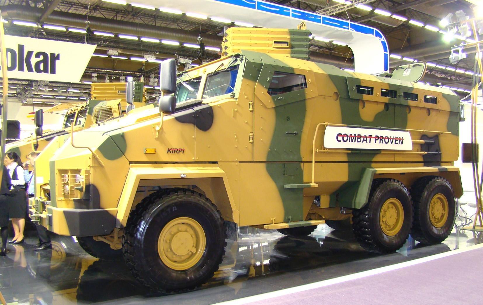 Опытный трехосный бронетранспортер Kirpi с противоминной защитой