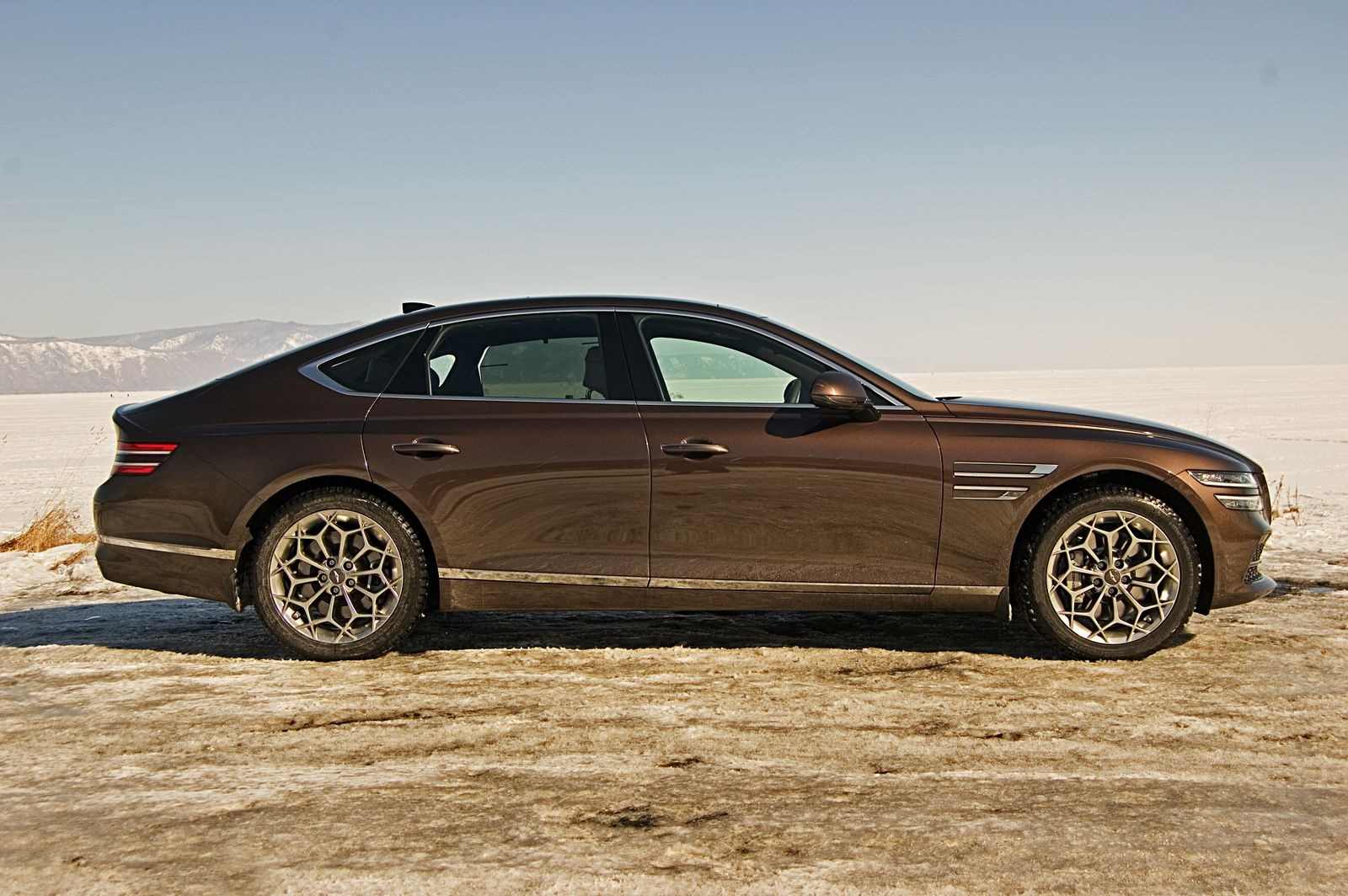 Bentley для застенчивых: тест-драйв нового Genesis G80