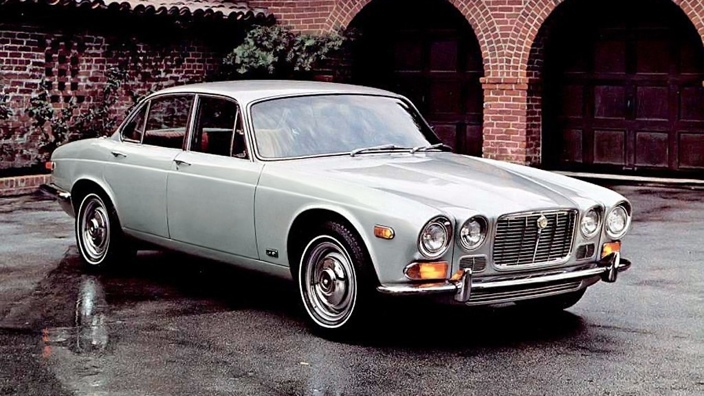 На фото: Jaguar XJ6 US-spec (Series I) '1968–73