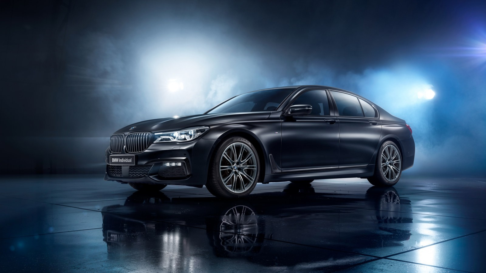 P90281599_highRes_bmw-7-series-black-i
