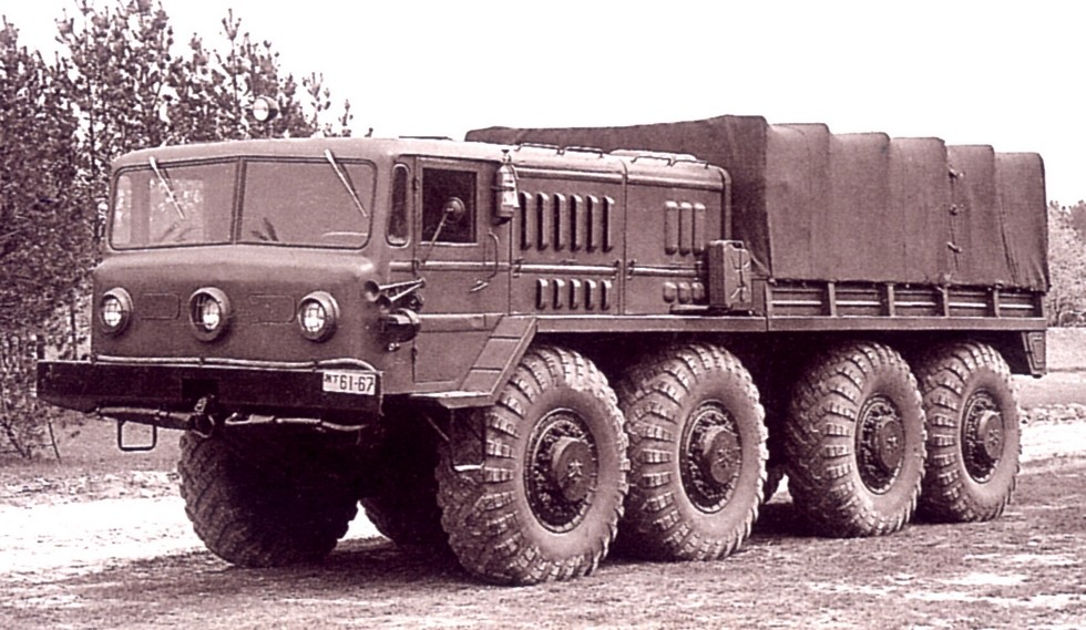 Усиленный тягач МАЗ-535А для буксировки 10-тонных артсистем. 1957 год (из архива СКБ-1 МАЗ)