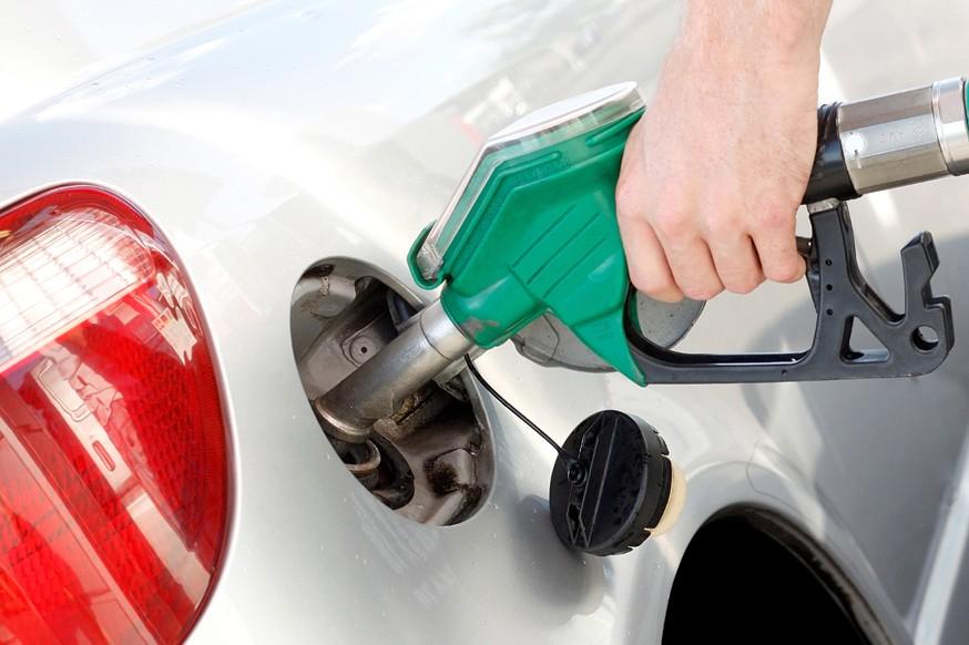 Автозаправки не опустеют: в России продолжат сдерживать рост розничных цен на бензин