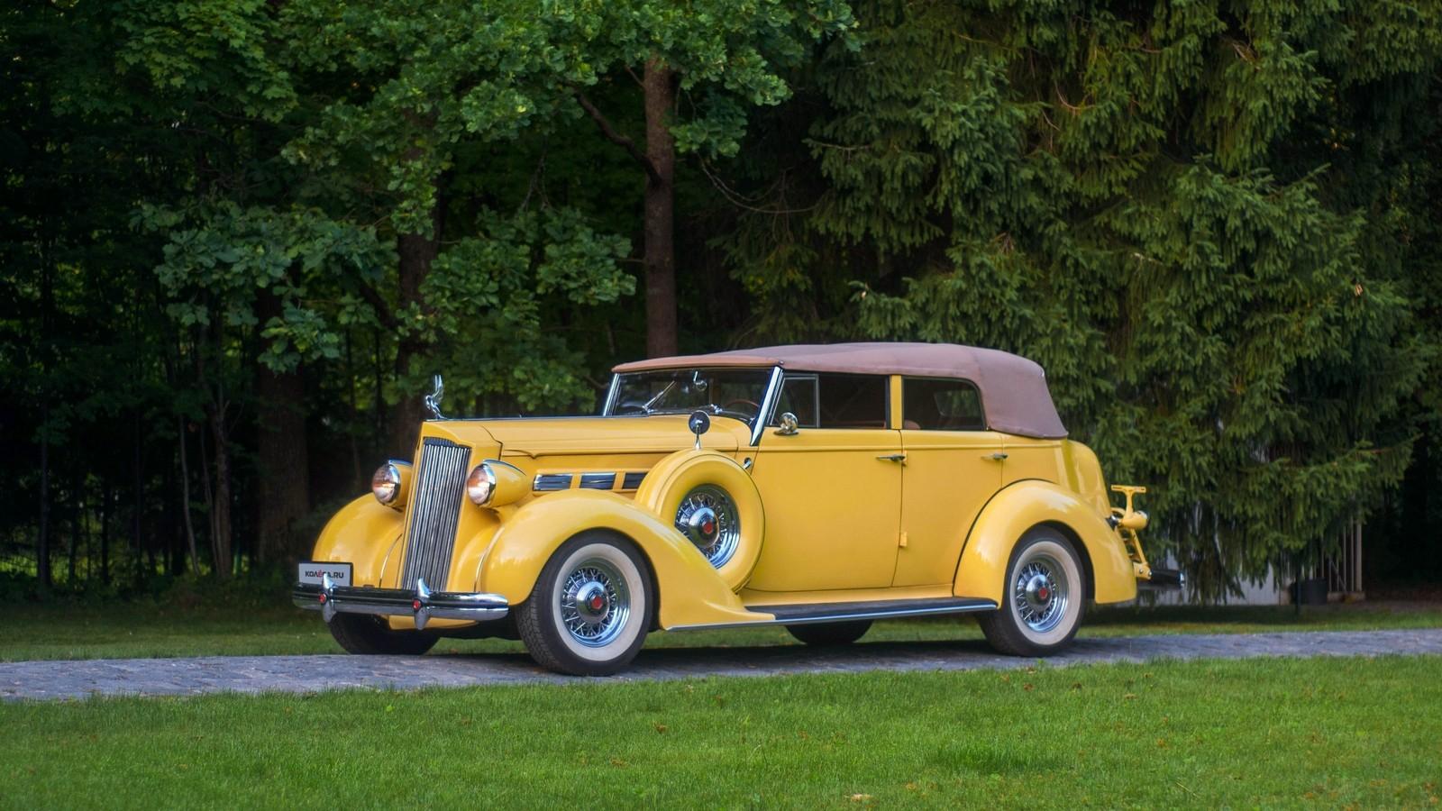 Packard Eight 1937 жёлтый три четверти