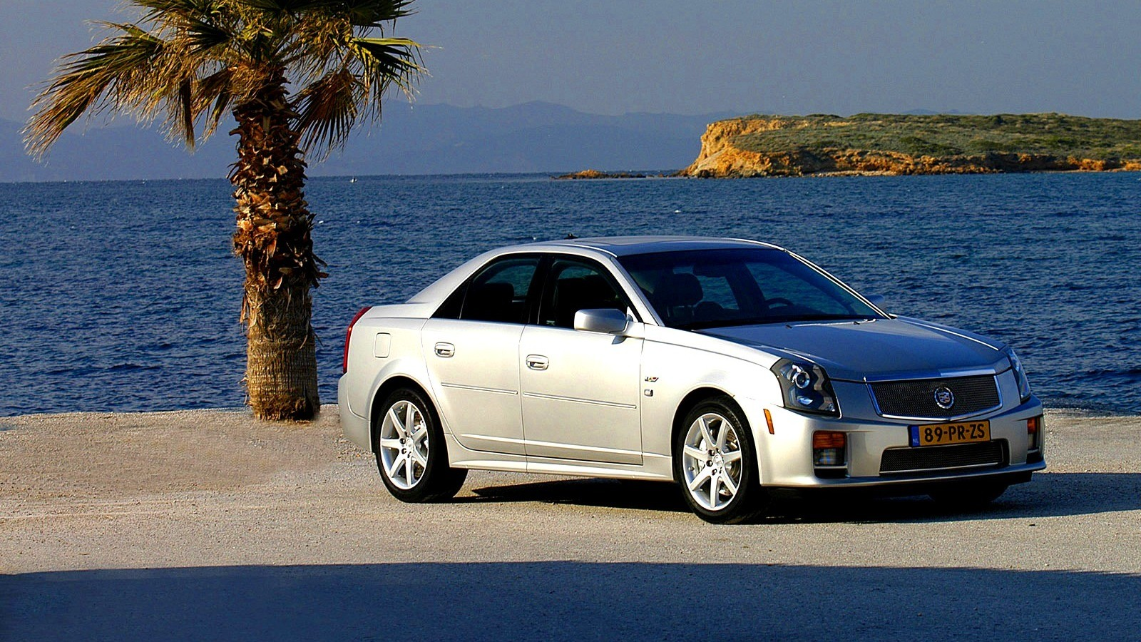 Cadillac CTS-V Worldwide '2004–07 у моря