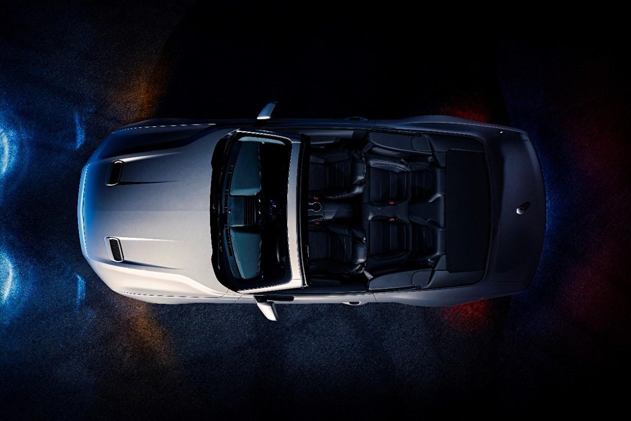 Ford-Mustang-GT-Convertible-Ingot-Silver-2