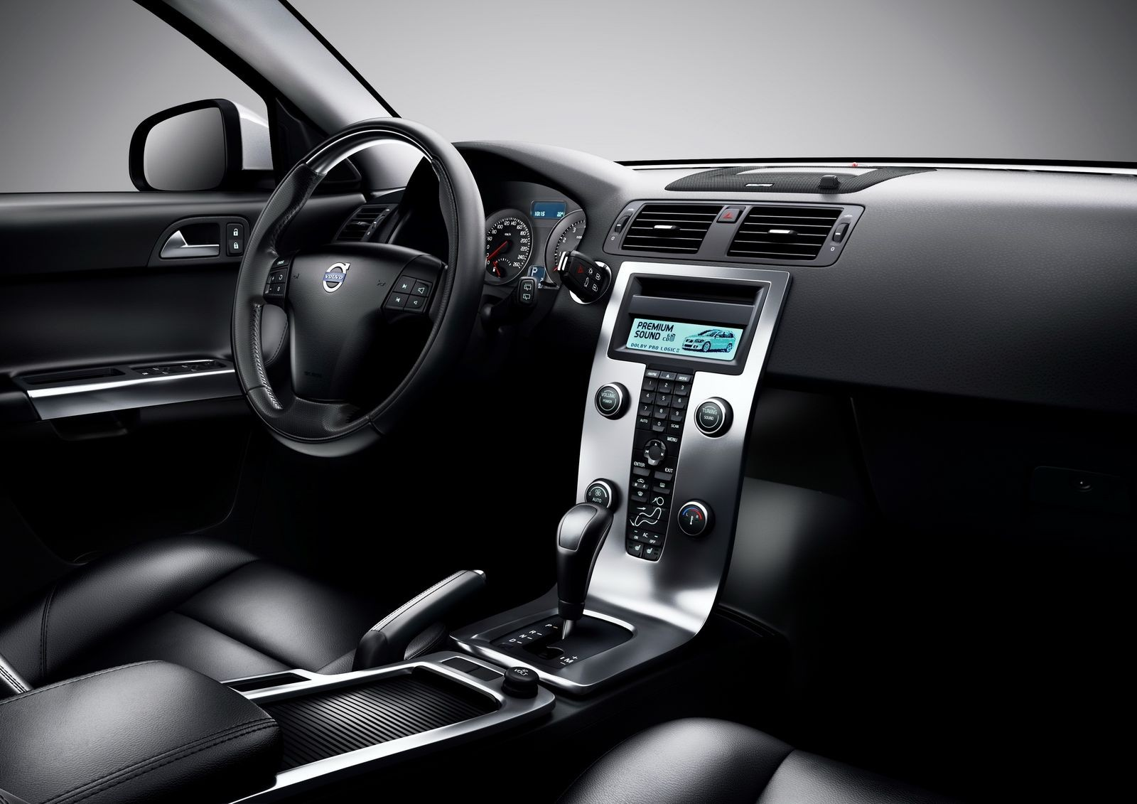 Focus с налетом премиума: стоит ли покупать Volvo S40 II за 500 тысяч