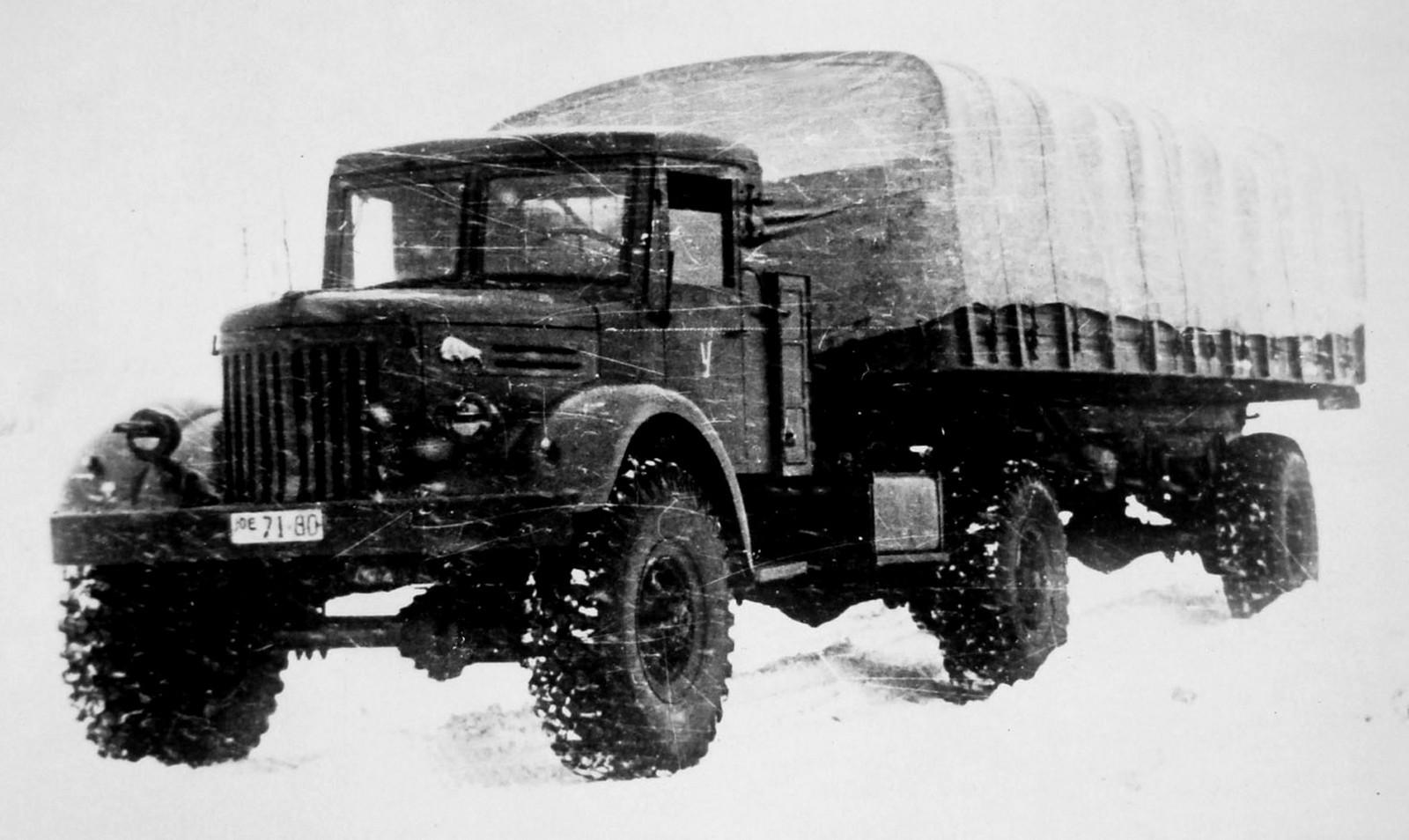 Седельный тягач МАЗ-502В с одноосным активным полуприцепом (из архива НИИЦ АТ)