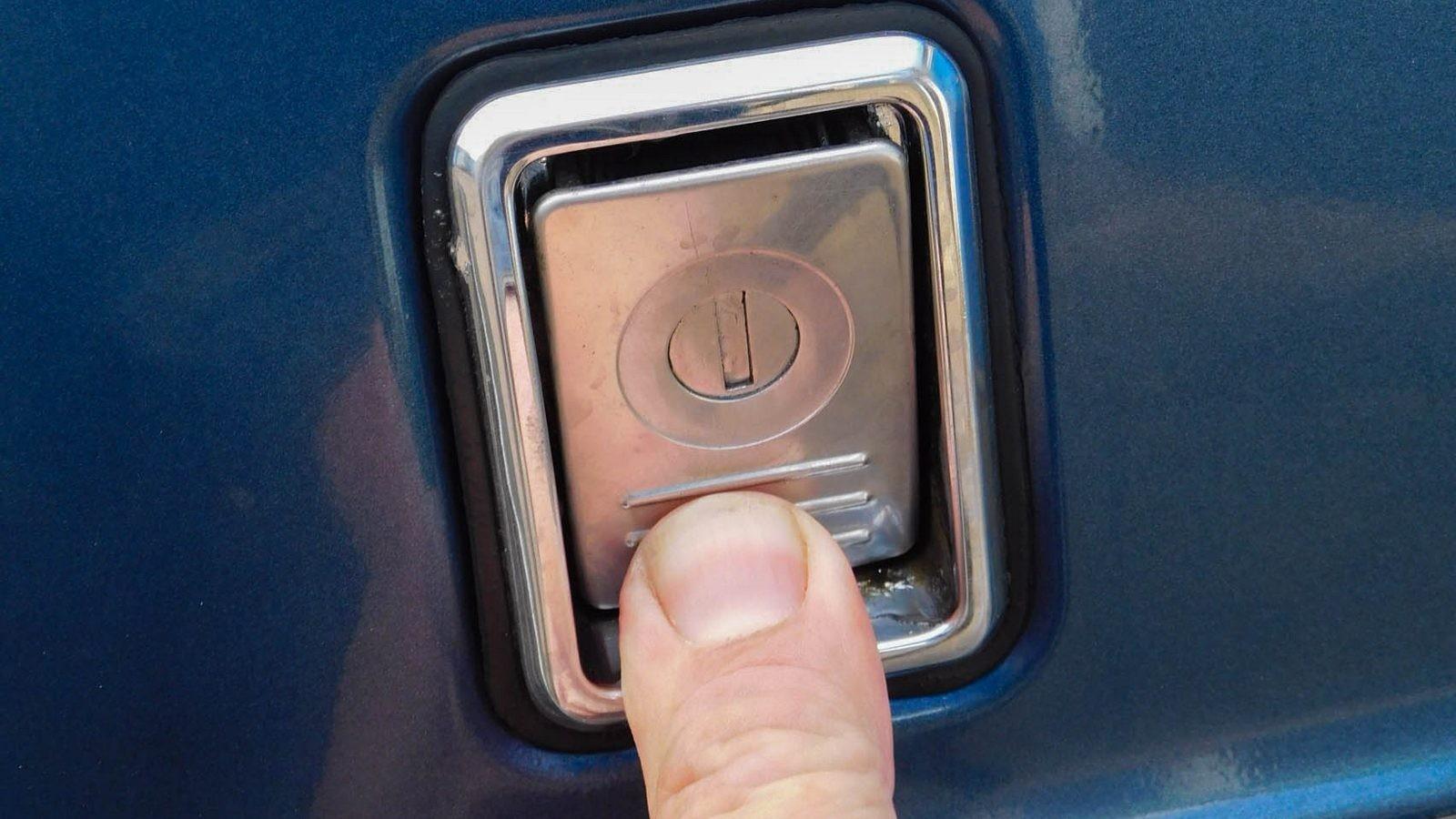 Volvo 240 замок багажника