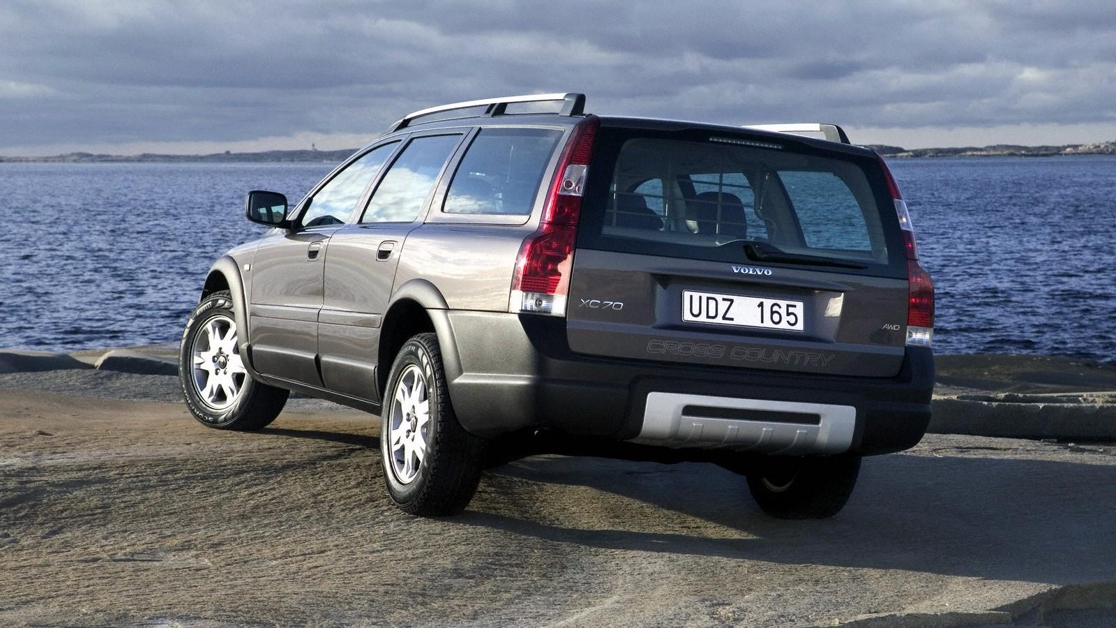 Volvo XC70 вид сзади
