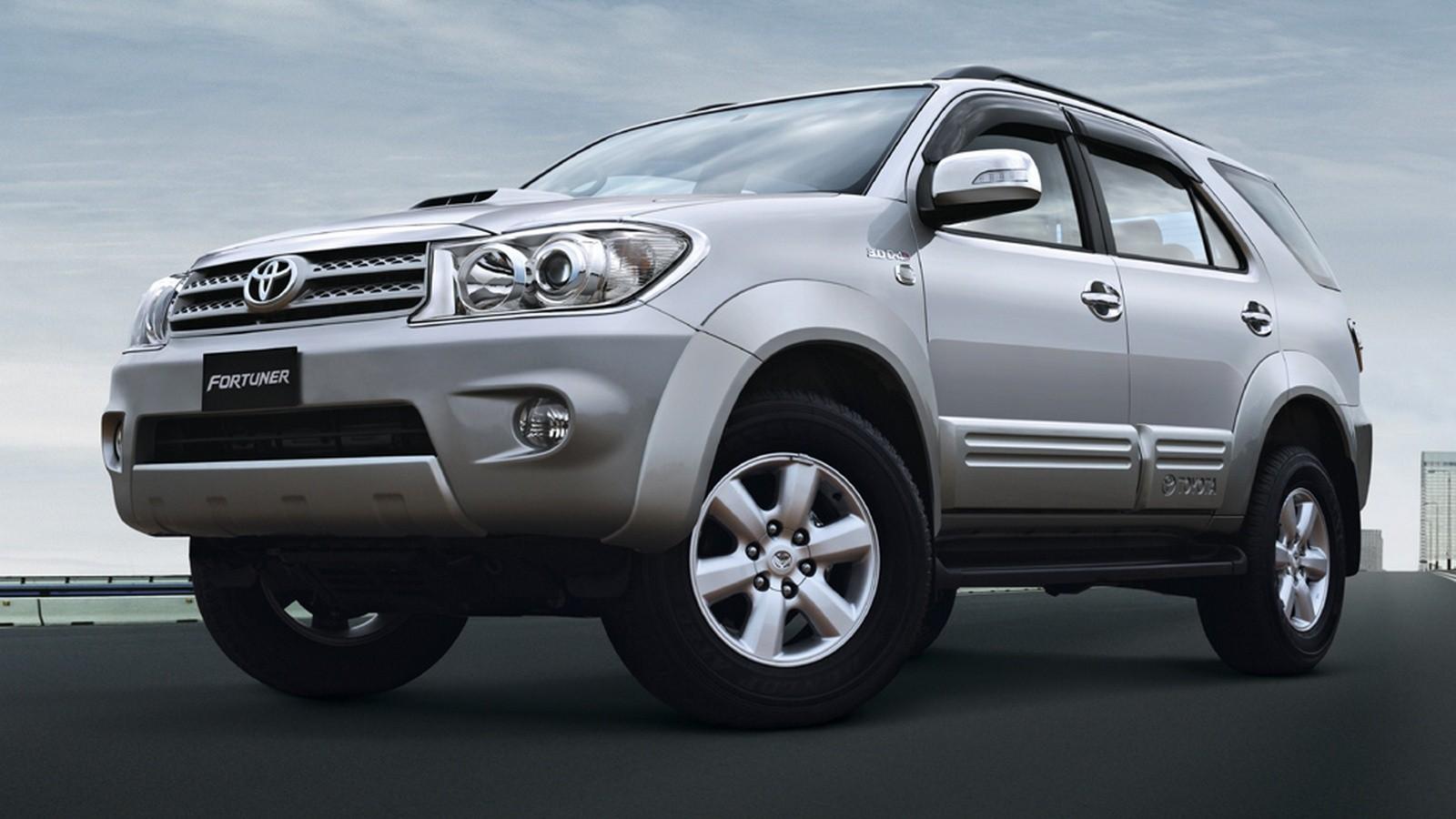 На фото: Toyota Fortuner '2008–11