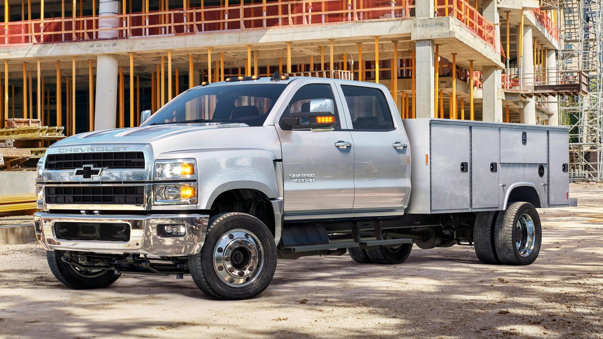GM анонсировала два коммерческих электромобиля: батарейный фургон и водородный грузовик