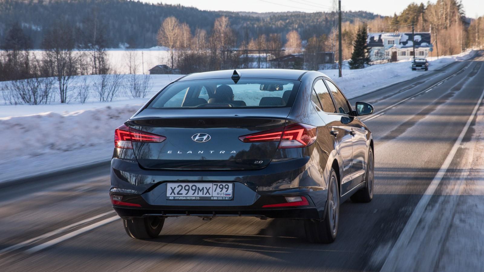 Hyundai_Elantra_dynamics-32