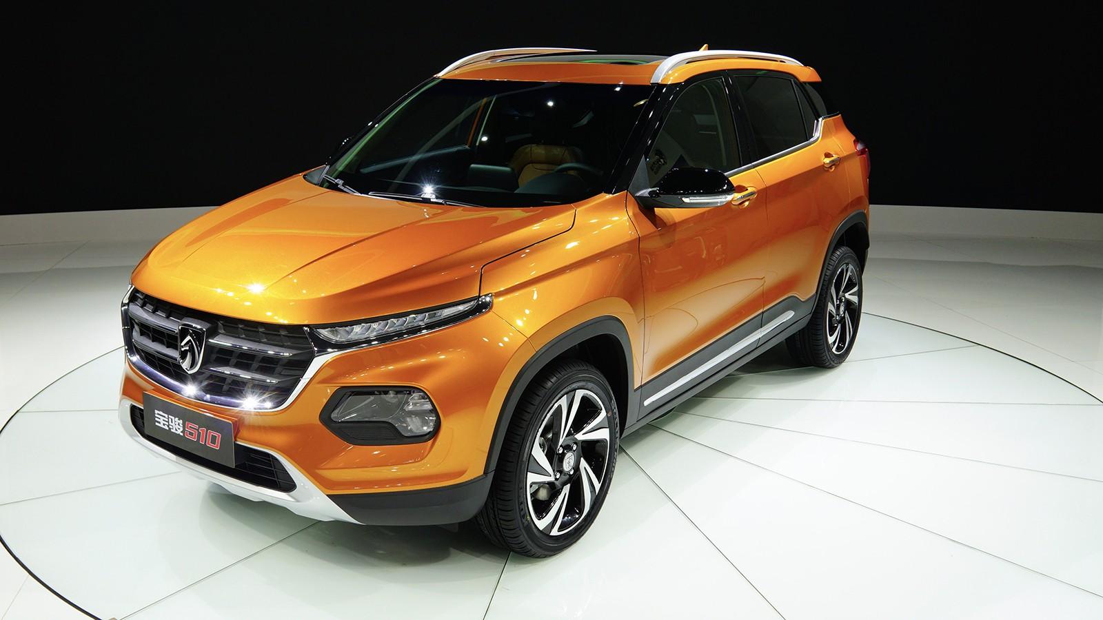 На фото: Baojun 510 SUV. В продаже кроссовер появится в начале этого года