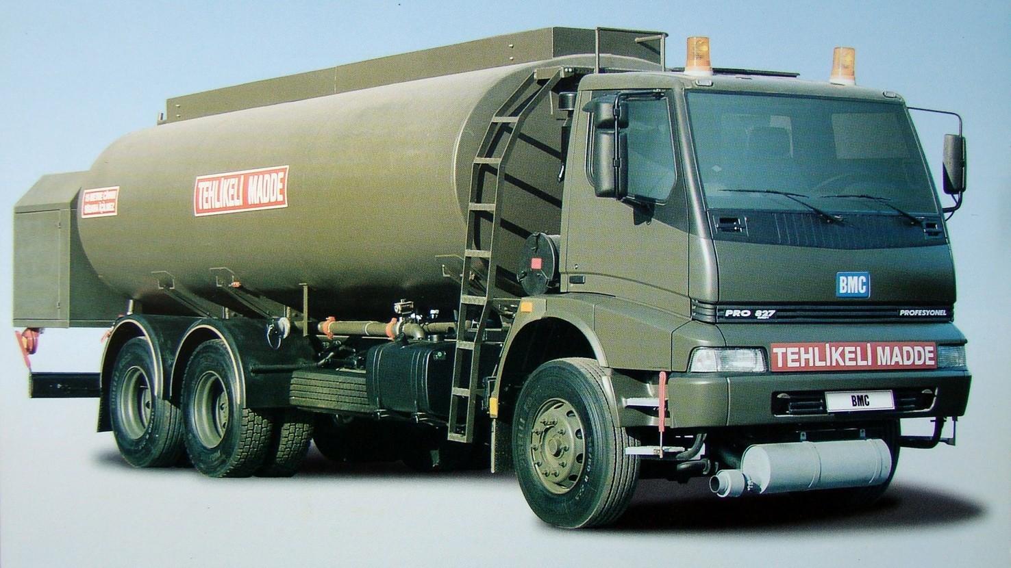 Аэродромный топливозаправщик на серийном автомобиле ВМС 827