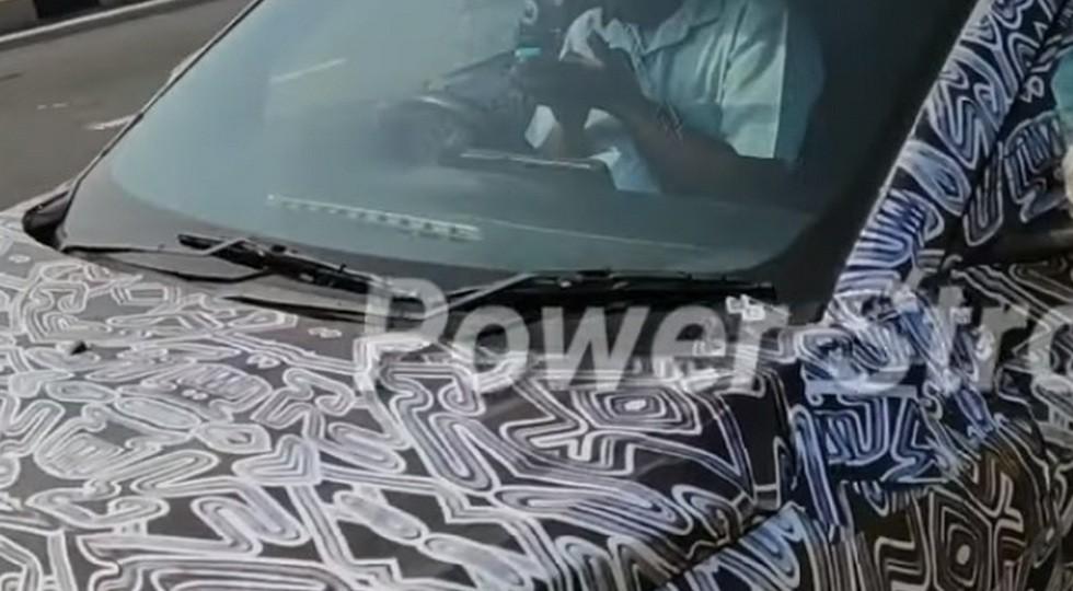 Бюджетный паркетник Renault впервые угодил в объектив камеры