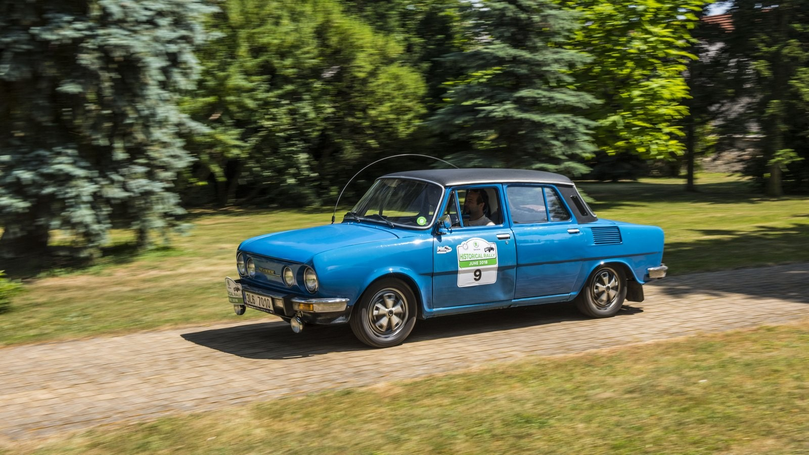 Skoda110 голубой в движении