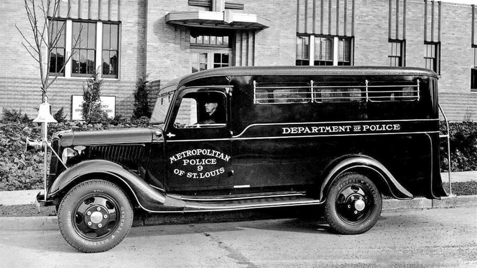 Ford v8 1936 полицейский