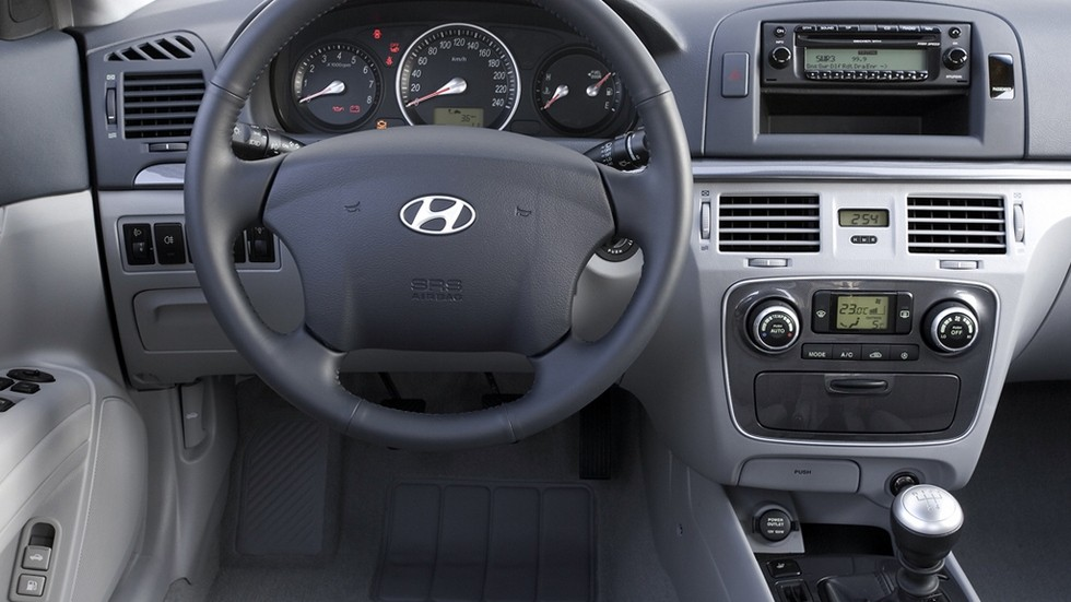 Торпедо Hyundai Sonata (NF) '09.2004–11.2007