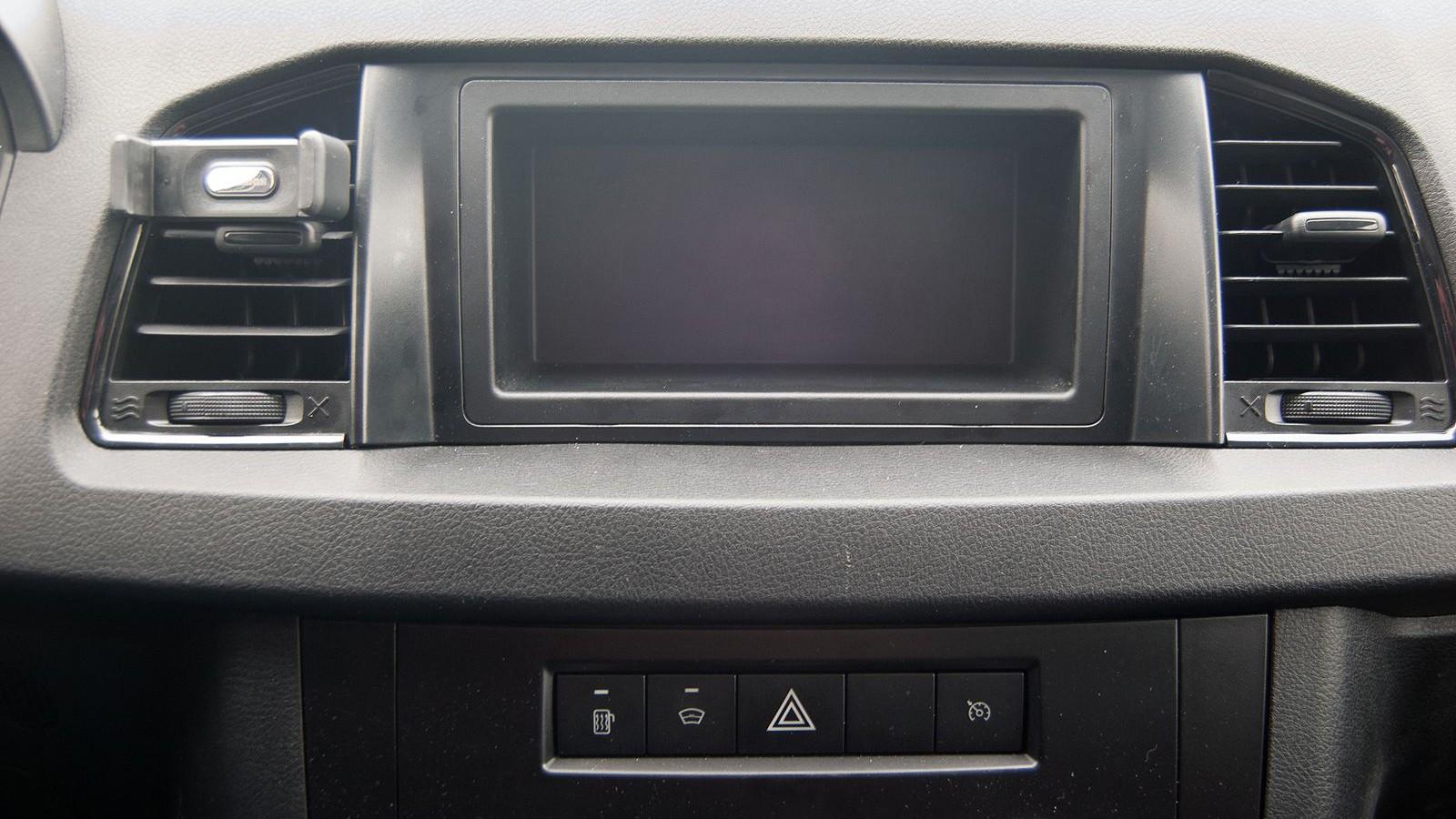 Вали больше, вези дальше: тест-драйв нового УАЗ Профи Полуторка
