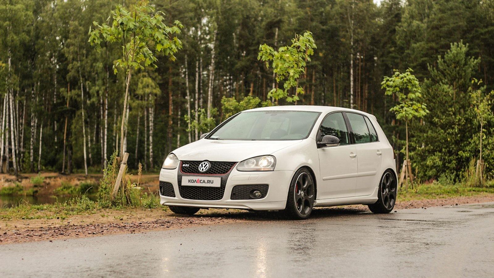 Volkswagen Golf GTI белый три четверти (2)