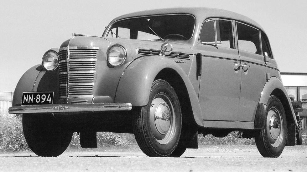 На фото: Москвич-400 420 '1946–1954