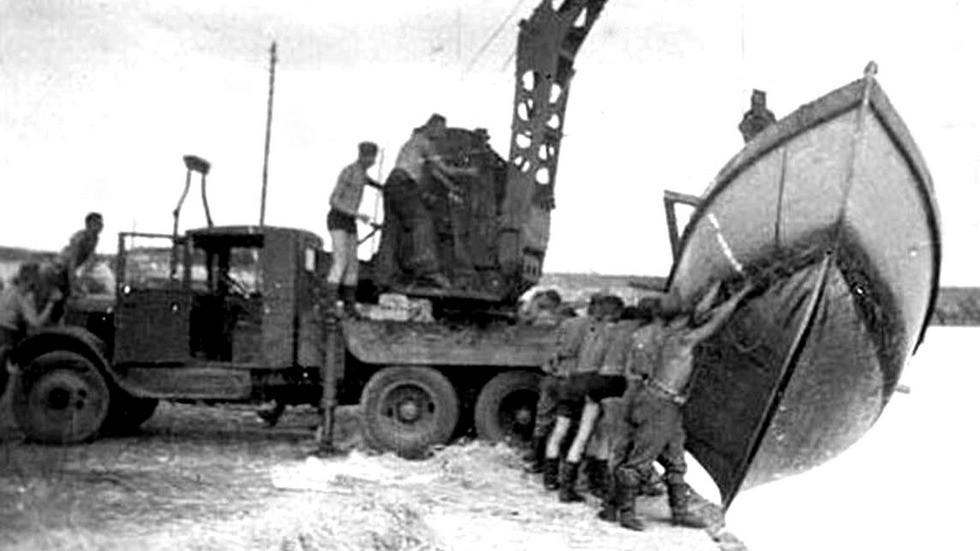 Трехтонный одесский войсковой автокран «Январец» в армии противника