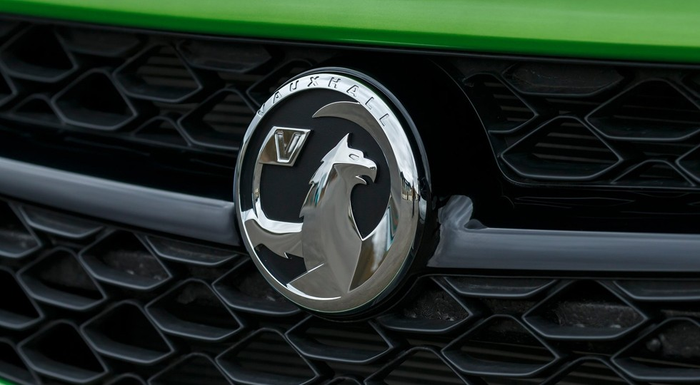 На фото: логотип Vauxhall