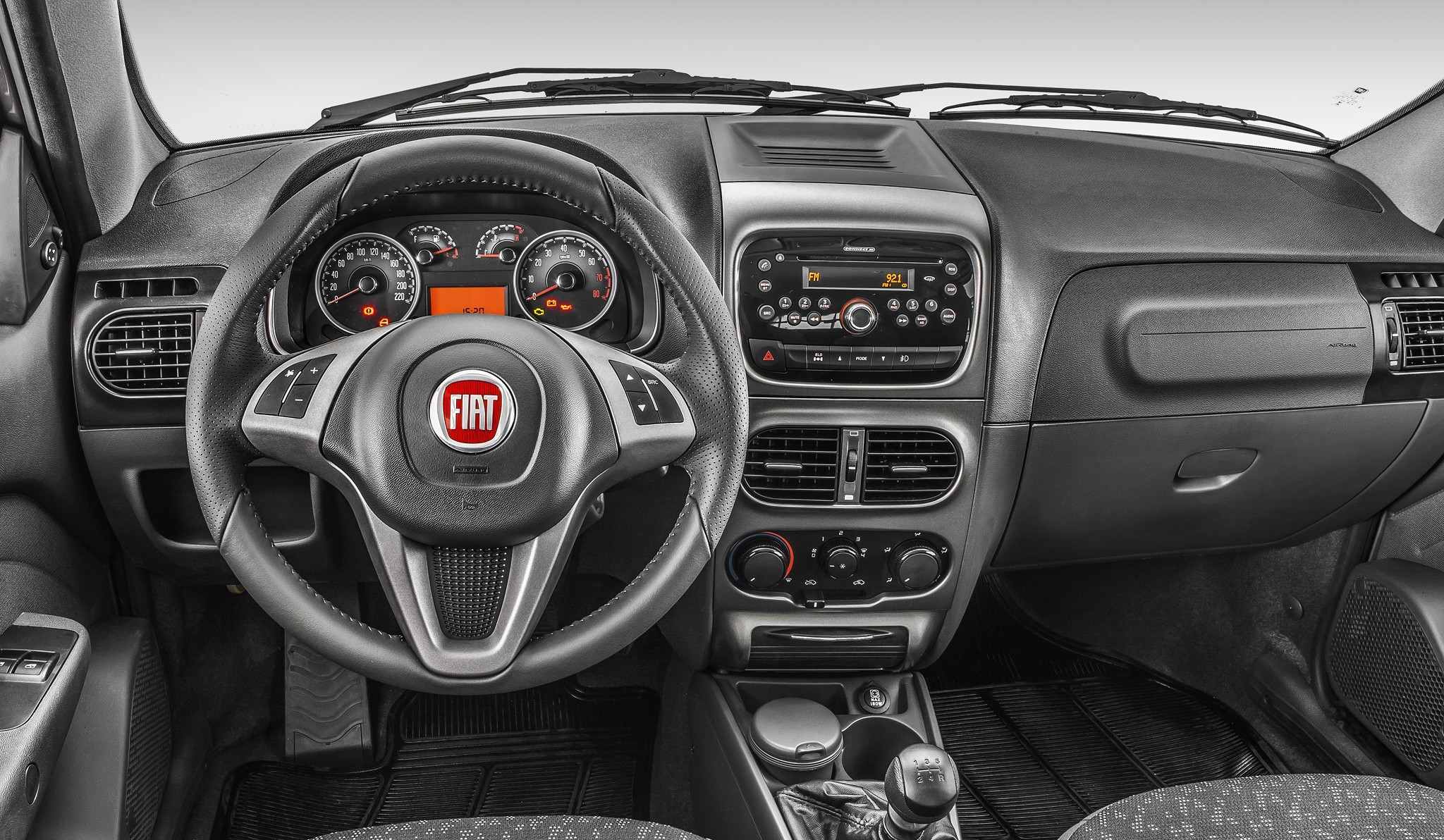 Интерьер нынешнего пикапа Fiat Strada