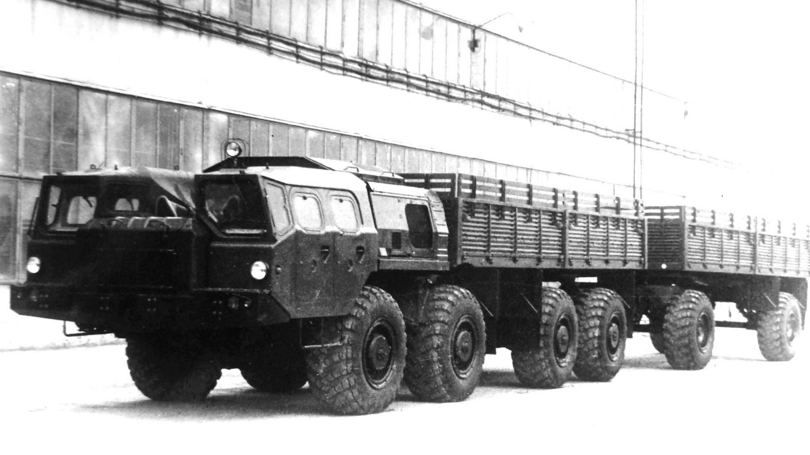 Бортовой автомобиль МАЗ-7911 «Оплот-А» с прицепом МАЗ-8950