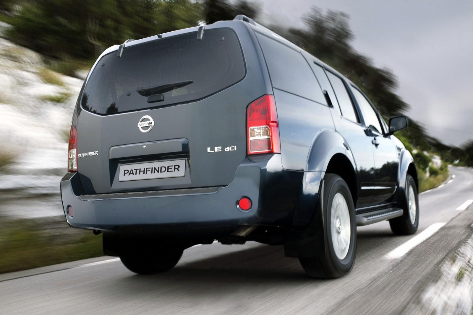 Nissan Pathfinder (R51) '2004–10 сзади