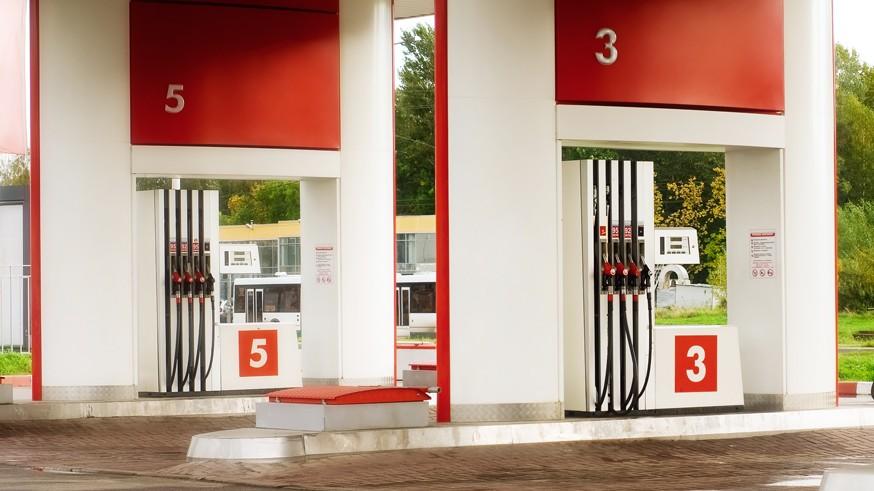 Безрадостные прогнозы: бензин в России подорожает до конца года