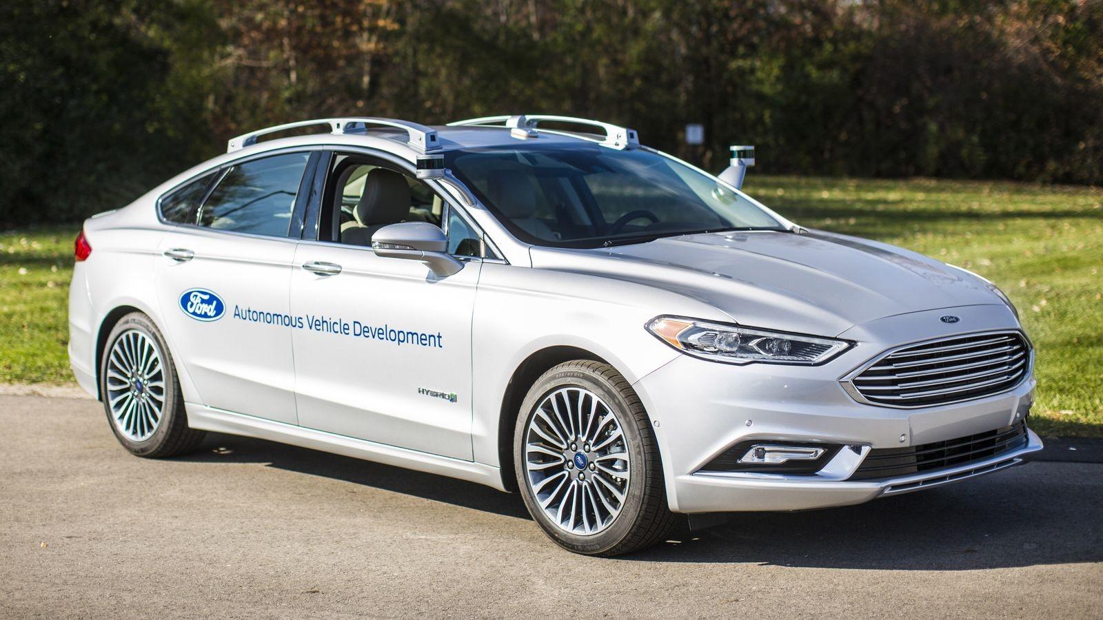 Беспилотные седаны Ford Fusion Hybrid уже несколько лет проходят испытания, но какой будет серийная модель без руля и педалей, пока можно только гадать.
