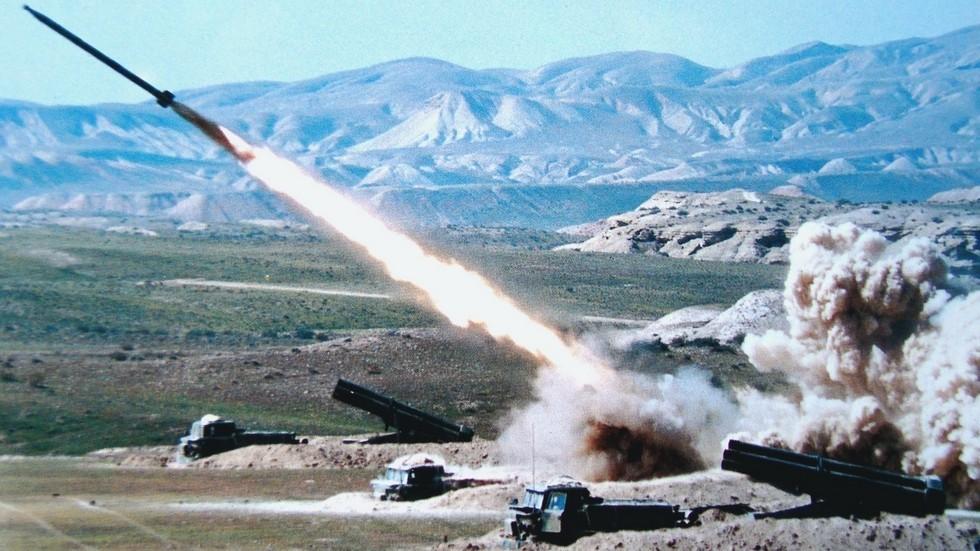 Ракетный залп боевых машин «Ураган» (из проспекта «Росвооружение»)