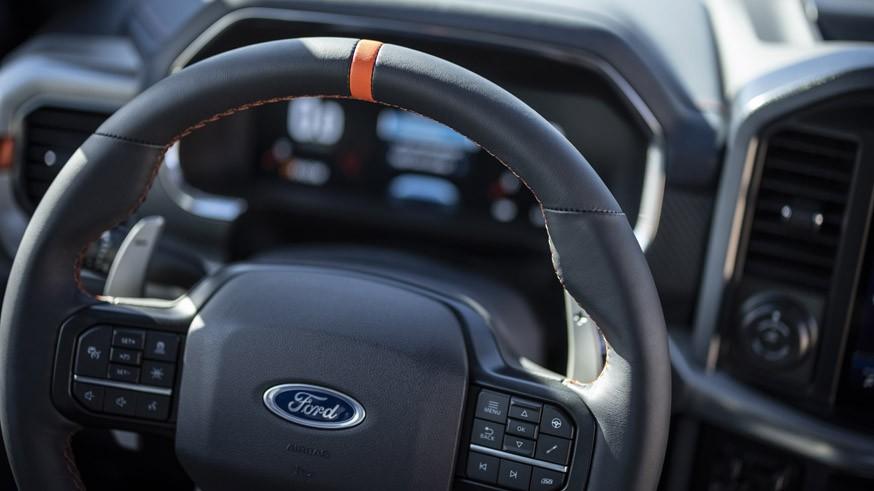 Новый «заряженный» пикап: Ford оставил F-150 Raptor прежний мотор