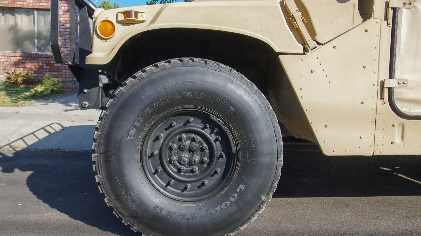 Hummer AM General HMMWV M998 колеса (2)