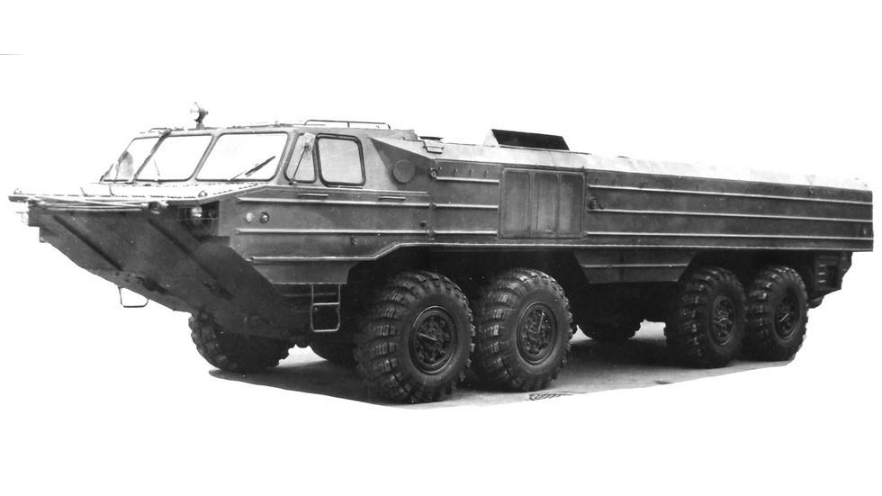 Остроносый прототип шасси БАЗ-6944 с несущим корпусом. 1979 год (из архива 21 НИИЦ)