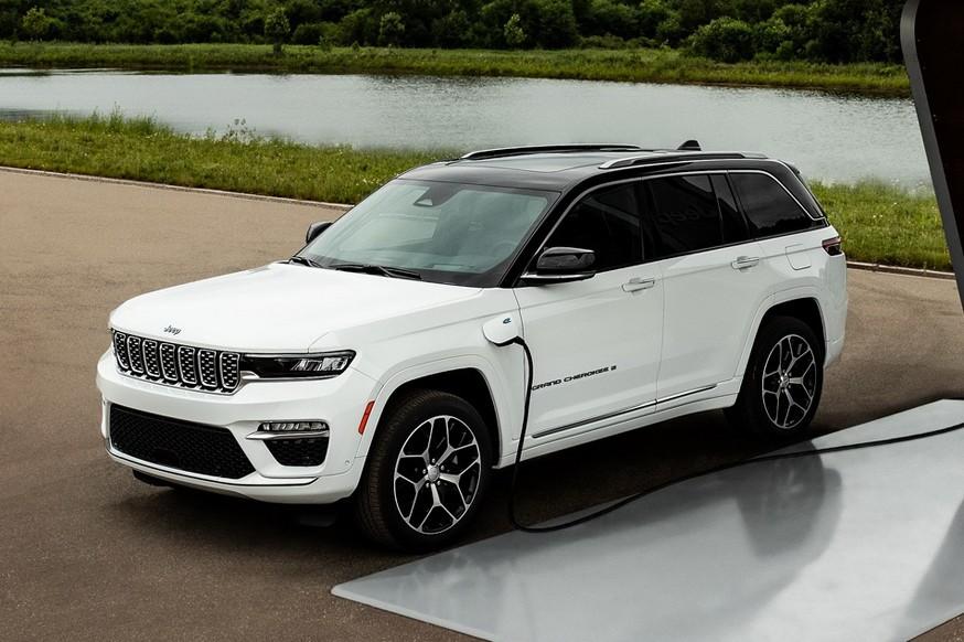 Jeep показал двухрядный гибрид Grand Cherokee 4xe: есть отличия от «растянутой» версии