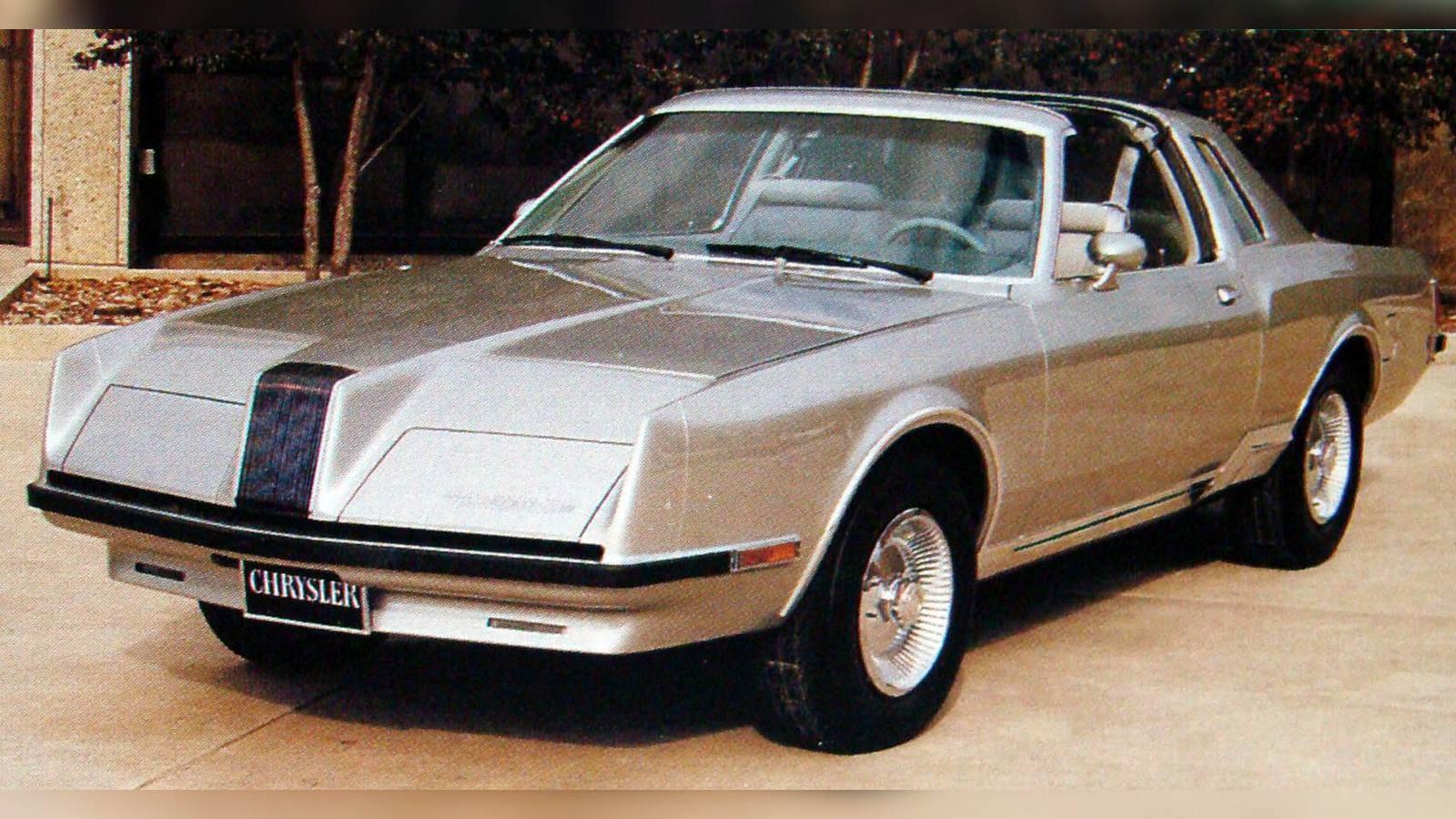 Так начался стремительный закат газотурбинной автотехники, и только компания Chrysler умудрилась продержаться еще двадцать (!) лет, приспосабливаясь к новым жёстким нормативам для обычных легковушек. На машины выпуска 1960–1970-х годов обрушились проблемы аномально высокого уровня оксидов азота в выхлопных газах и максимальной экономии топлива. На помощь автомобилям последнего седьмого поколения пришла фирма Ghia, придавшая им особую специфическую угловато-остроконечную внешность.Последняя газотурбинная машина компании Chrysler на базе автомобиля Dodge Mirada. 1980 годНо всё это не помогло. До начала 1981 года в общей сложности корпорация Chrysler собрала 77 газотурбинных машин, включая 50 экземпляров модели Turbine, уничтоженных собственными руками.В следующей статье мы расскажем об уникальных советских и иностранных рекордных автомобилях, тяжелых грузовиках и междугородных автобусах с газотурбинными двигателями.На заглавной фотографии — Скоростная газотурбинная машина Firebird XP-21 на фоне легкого бомбардировщика F-84F (1953 год)