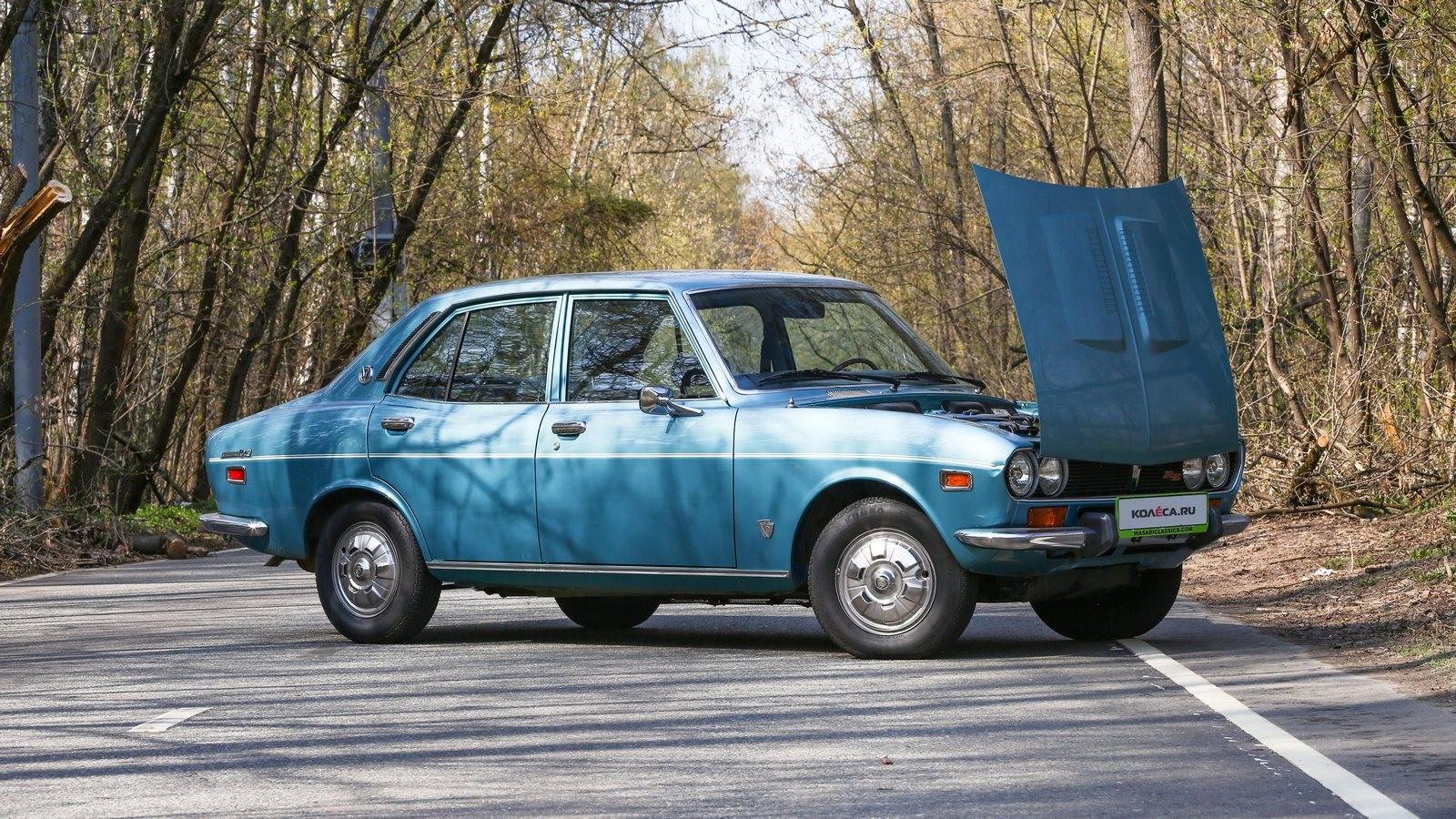 Mazda RX-2 голубая с открытым капотом (1)