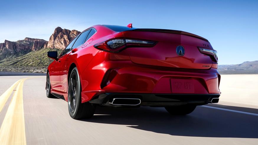Acura TLX второго поколения: новые моторы и платформа, а ещё подушка в виде бейсбольной перчатки
