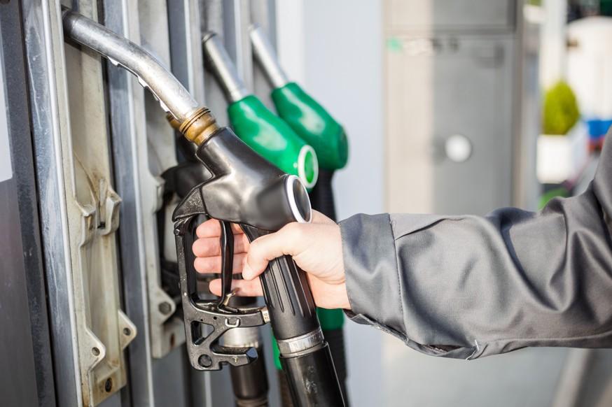 Остались дома: в России просел спрос на бензин и дизель. Цены на топливо грозятся вырасти