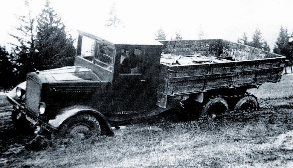 Испытания автомобиля ЯГ-10 на пересеченной местности