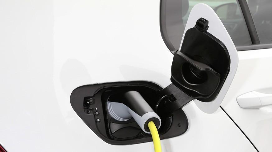 Британцы определились с датой прощания с бензиновыми и дизельными автомобилями
